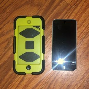 iPod5 w/Griffin case nothing scratched or broken.